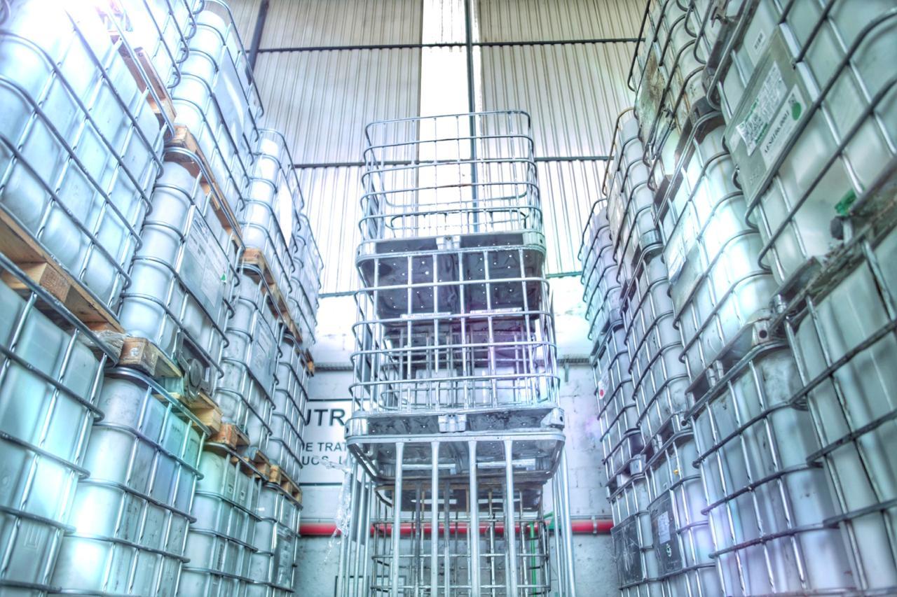A Sistema Nova Ambiental conta com uma área de 10.000m² licenciada pela CETESB para Armazenamento Temporário de Resíduos Perigosos e não perigosos, monitoradas por câmeras de segurança e sistema de vigilância 24 horas.