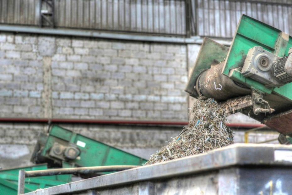 A descaracterização de resíduos – conhecida também como descaracterização de embalagens, descaracterização de produtos, descaracterização de materiais – é uma das práticas mais seguras e modernas de gerenciamento de resíduos na área de logística reversa, além de garantir a proteção da marca.